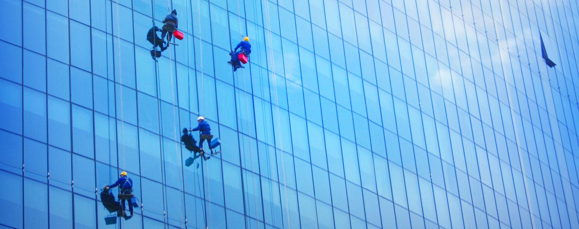 Lavage de vitres et de revêtement extérieur